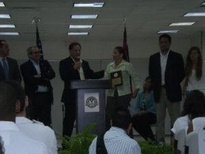 Presentancion de placa a Nydia Ruiz, por su contribucion a Comite Tecnico de Polo Acuatico