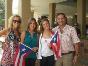 Mitzy Gronau, Delegada, Lillybeth Diaz, Entrenadora, Camila Luis, representante de PR, y Dr. Jose De Jesus, Presidente FPN